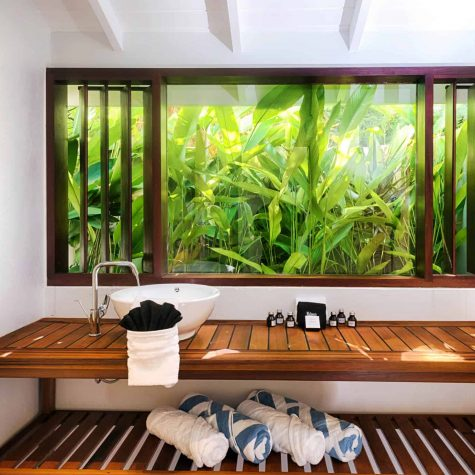 natural bathroom light at 473 grenada