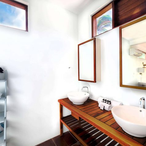Seaview villa's bathroom